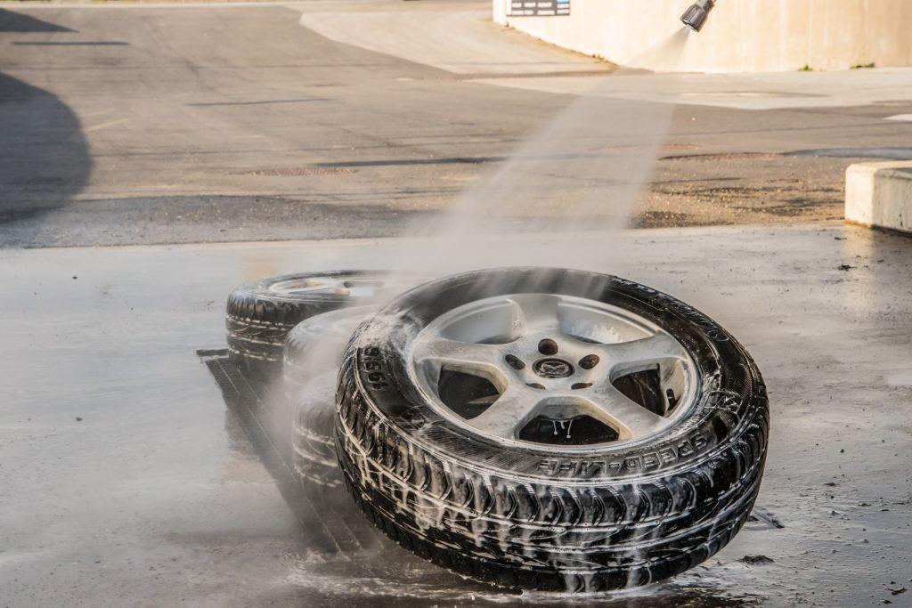 Reifen waschen mit Hochdruckreiniger