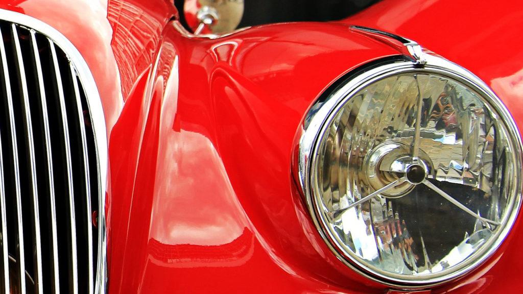 Scheinwerfer eines Jaguars
